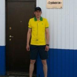 Парень, ищу девушку для куни в моем авто в Томске
